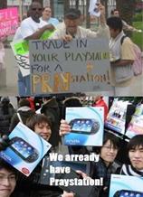 Felül: Férfi 'Trade in your Playstation for a PRAYstation!' táblával. Alul: Ázsiai emberek PS Vita táblákkal és 'We arready have Praystation!' felirattal